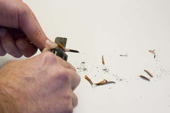 How to use a knife to sharpening charcoal pencils